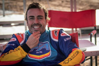 GRAF1213. MADRID.- Fotografía facilitada por Toyota Gazoo. El español <HIT>Fernando</HIT> <HIT>Alonso</HIT>, doble campeón del <HIT>mundo</HIT> de Fórmula Uno y líder del Mundial de Resistencia (WEC), se declaró satisfecho después de probar en Sudáfrica el Toyota Hilux, con el que el saudí Nasser Al-Attiyah ganó el último Dakar. Toyota *SOLO USO EDITORIAL / NO VENTAS*