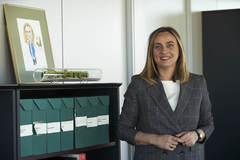 La consejera de Fomento, Infraestructuras y Ordenación del Territorio, Marifrán Carazo (PP), en su despacho.