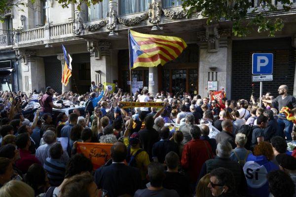 Imagen de la concentración delante del Departamento de Economia, el 20 de septiembre de 2017.