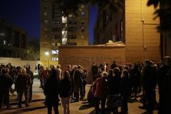 Protesta vecinal en El Pozo frente a la casa de la familia implicada en el crimen.