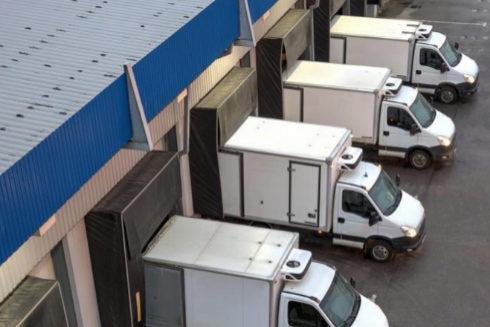 Muelle de carga de una fábrica.