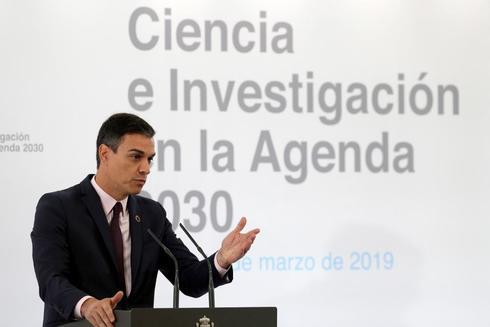 El presidente del Gobierno, Pedro Sánchez, durante su intervención en el encuentro Ciencia e Investigación en la Agenda 2030, al que han asistido el ministro de Ciencia, Innovación y Universidades, Pedro Duque, y la alta comisionada para la Agenda 2030, este lunes en el Palacio de la Moncloa.