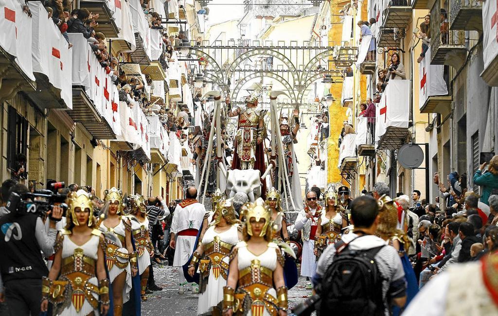 Un momento de la Entrada Cristiana de las fiestas de Alcoy en 2013