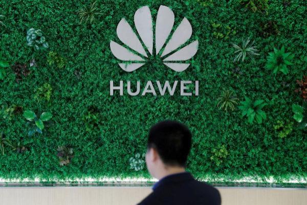El logotipo de la compañía Huawei, en la sede de Shenzhen (China).