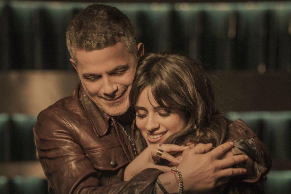 Alejandro Sanz y Camila Cabello en la portada de Mi Persona Favorita