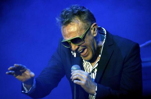 El líder del grupo la Unión, Rafa Sánchez, durante un concierto