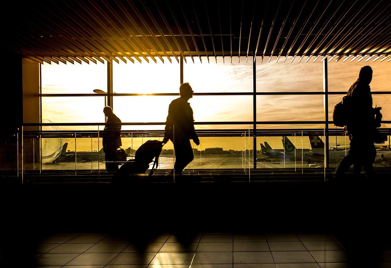 Uno de los aeropuertos andaluces a la caída de la tarde.