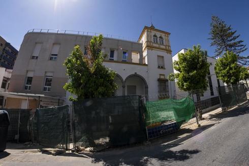 Vista general de la Clínica Los Naranjos de Huelva, en obras de ampliación.