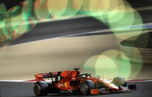 Vettel, durante la segunda sesión libre en Sakhir.