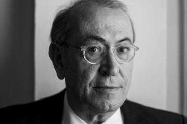 Licenciado en Derecho, fue secretario general del PSE y secretario federal de Relaciones Institucionales del PSOE en 2000. Fue diputado en el Parlamento vasco entre los años 1984 y 2002 Colaborador habitual de medios, es miembro del Consejo Editorial de EL MUNDO.