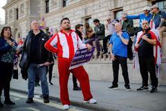 Manifestantes proBrexit, en el barrio gubernamental de Whitehall, durante la votación.