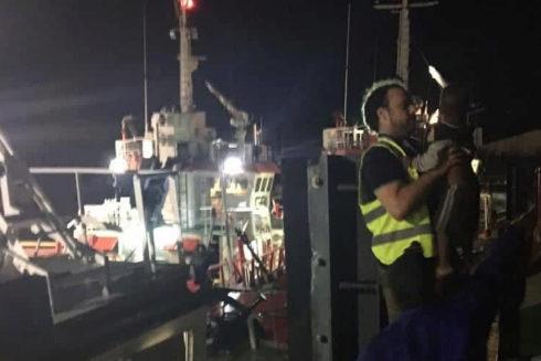 Marinero de Pescanova rescata a un niño en la ciudad de Beira.