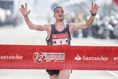 Ben Daoud, en la meta del medio maratón de Santander 2017.