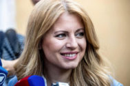 JAK_1924. Pezinok (Slovakia).- Slovak presidential candidate Zuzana <HIT>Caputova</HIT> speaks with journalists during Slovakia's presidential election run-off at a polling station in Pezinok, Slovakia, 30 March 2019. The second round of presidential elections in Slovakia will be contended by environmental lawyer Zuzana <HIT>Caputova</HIT> with her opponent, European Commission Vice-President Sefcovic. (Elecciones, Eslovaquia) EPA/