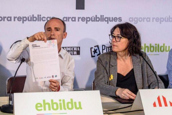 Jon Juaristi, de EH Bildu, y Diana Riba, de ERC.
