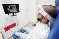 El dispositivo es muy ligero y portatil y se coloca a los pacientes en la frente para analizar su actividad cerebral.