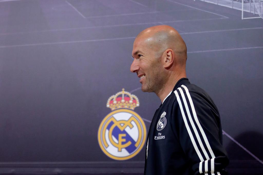 GRAF2395. MADRID.- El entrenador del Real Madrid, Zinedine <HIT>Zidane</HIT>, a su llegada a la rueda de prensa que ha ofrecido en la Ciudad Deportiva de Valdebebas para hablar del partido de Liga de mañana frente al Huesca. Juanjo Martín