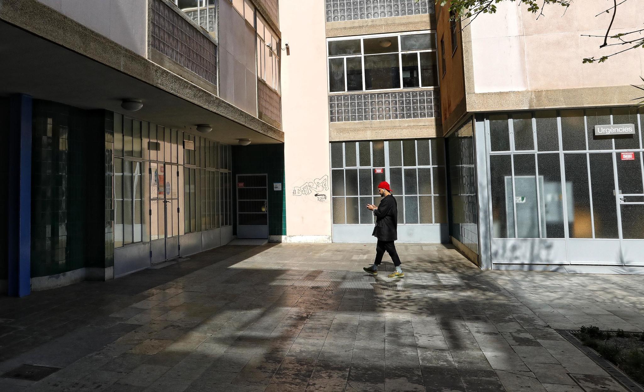 La entrada del Centro de Atención Primaria Raval Nord, en Barcelona, esta semana.