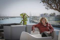 Eva Velasco, directora de Desarrolla, en la terraza del edificio Veles e Vents en Valencia.