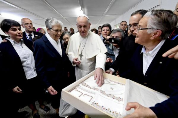 <HIT>Temara</HIT> (Morocco).- Pope Francis (C) visits the social welfare center run by the Daughters of Charity in <HIT>Temara</HIT>, outskirts of Rabat, Morocco, 31 March 2019. Pope Francis is on the apostolic journey to Morocco to highlight the North African nation's tradition of Christian-Muslim ties. (Papa, Marruecos) EPA/