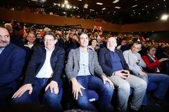 Ximo Puig, Pedro Sánchez, Frans Timmermans y Pedro Duque, la semana pasada en Alicante. MANUEL LORENZO