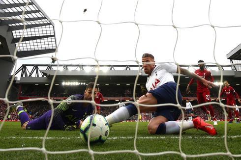 Alderweireld, en la acción del gol decisivo del partido.