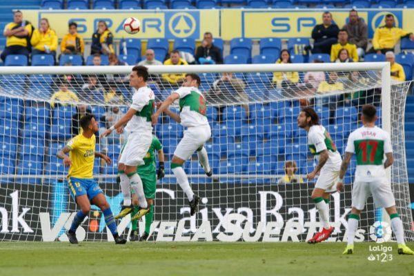 Una de las imágenes del partido, disputado en el Estadio de Gran Canaria.