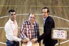 Roberto Sánchez Chinchilla, José de Luna y Alberto Nieto, 'votando' hace unos días en Madrid.