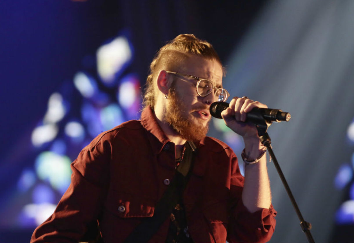 Andrés Martín vuelve a cantar en la línea 10 del Metro de Madrid tras convertirse en uno de los ocho semifinalistas de La Voz en Antena 3