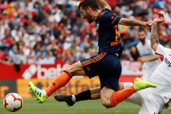 El lateral del Valencia José Luis Gayá, durante el partido del domingo ante el Sevilla.