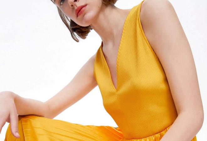 Zara tiene el vestido de invitada perfecto (no apto para supersticiosas) por menos de 30 euros