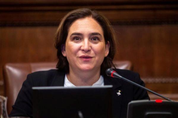 GRAFCAT6494. BARCELONA.- La alcaldesa de Barcelona Ada <HIT>Colau</HIT>, durante el último pleno antes de las elecciones generales y el penúltimo del mandato, en el que se debatirá sobre la futura ubicación del nuevo CAP del Raval, mientras que la oposición volverá a pedir la reprobación de la alcaldesa.