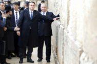 Jair Bolsonaro y Benjamin Netanyahu posan en el Muro de las Lamentaciones.