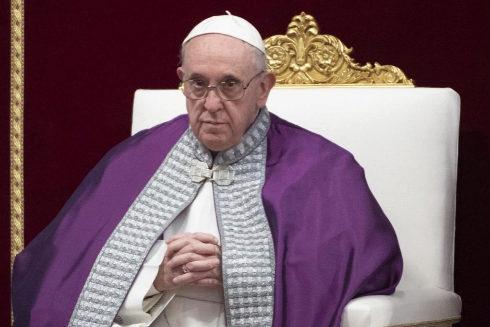 El Papa Francisco oficia una misa este viernes en El Vaticano