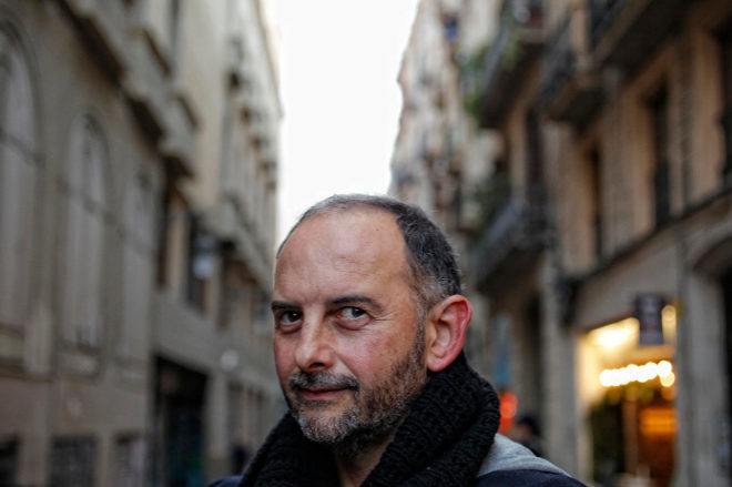 El escritor Félix J. Palma, en una calle de Barcelona.