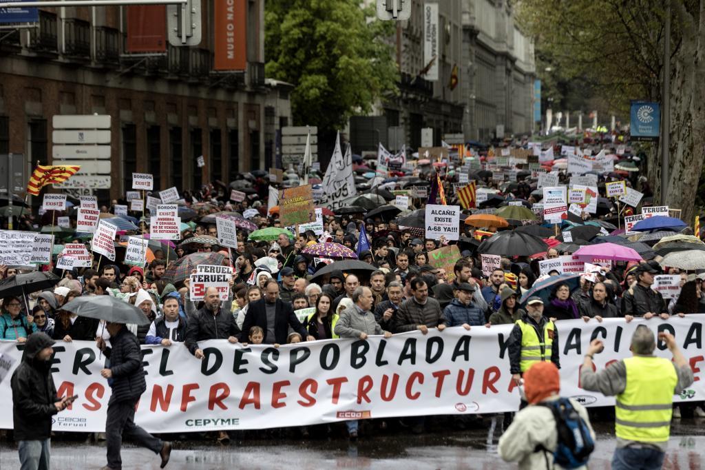 Manifestacion de las plataformas rurales, el pasado domingo, bajo el lema de 'Revuelta de la Espana Vaciada'.