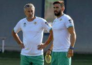 Sarabia y Setién, durante un entrenamiento del Betis.