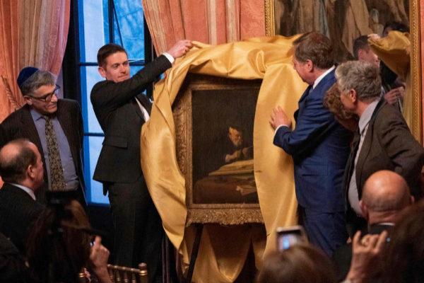 Ceremonia de entrega del cuadro sustraído por los nazis en el Consulado de rancia en Nueva York.