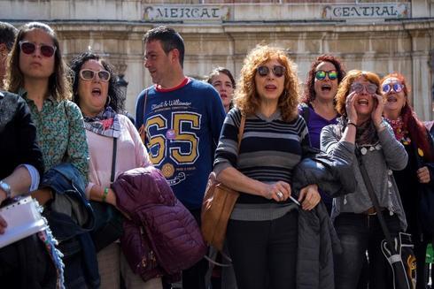 Concentración la pasada semana ante el Ayuntamiento de Castellón en repulsa por las agresiones sexuales en Magdalena.