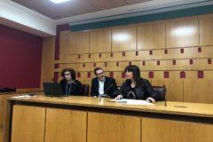 Momento del sorteo de las mesas en el Ayuntamiento de Vitoria.