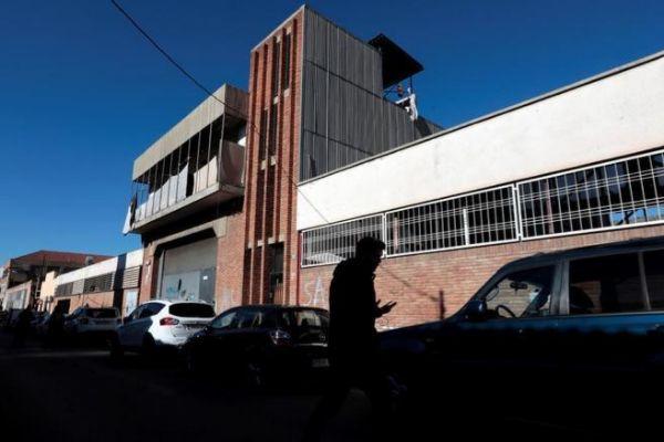 Vista de la nave industrial abandonada en la que supuestamente hubo la agresión sexual