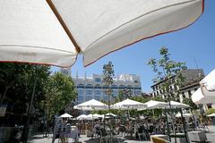 Una terraza en la Plaza de Santa Ana.