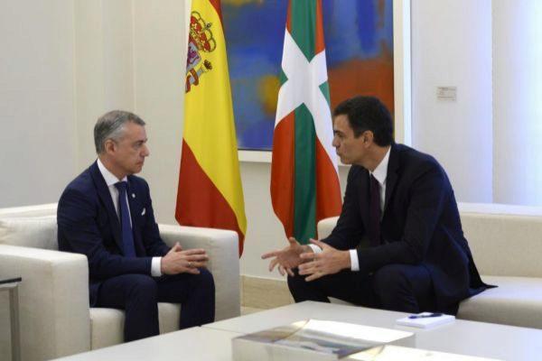 El lehendakari Urkullu y el presidente Sánchez, en una reunión.