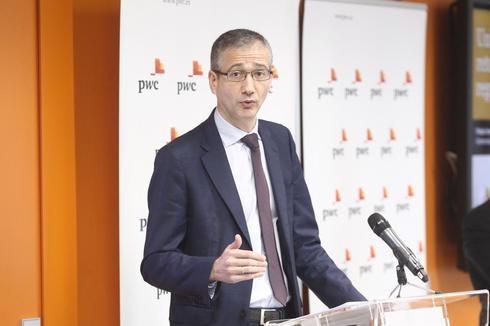 El gobernador del Banco de España, Pablo Hernández de Cos, durante unas jornadas financieras en Madrid.