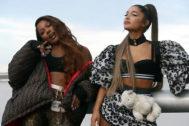 Victoria Monét y Ariana Grande en el videoclip de Monopoly