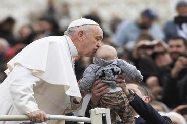 """El Papa a los jóvenes: sexualidad y no vivir la vida """"desde una pantalla"""""""