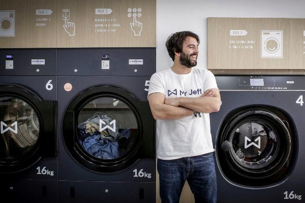 El gallego veinteañero que ha vendido 1.200 franquicias con una app para lavar la ropa