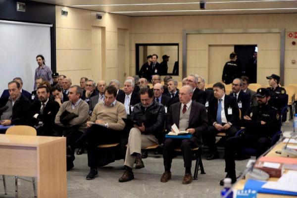 El ex presidente de Bankia Rodrigo Rato, junto al resto de acusados,...