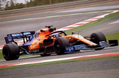 Alonso, con el MCL34, en el circuito de Sakhir.