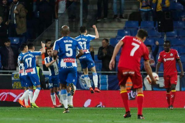 Los jugadores del Espanyol celebran el gol de Borja Iglesias.